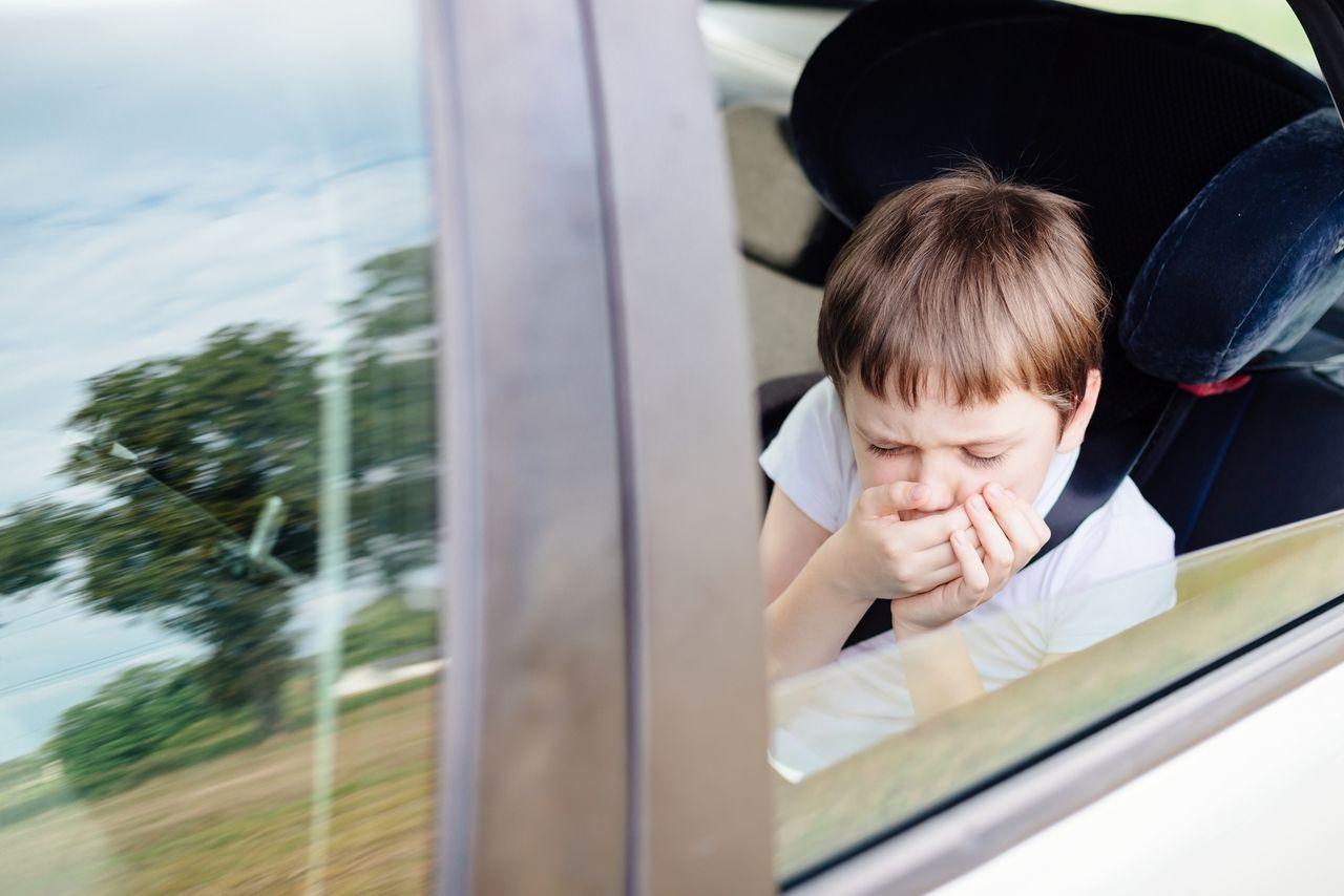 enfant-malade-voiture
